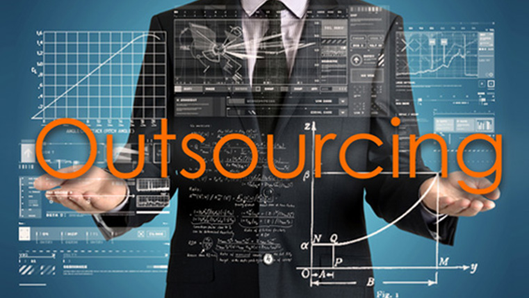 4 Benefits of Outsourcing Your E-Learning [Infographic]